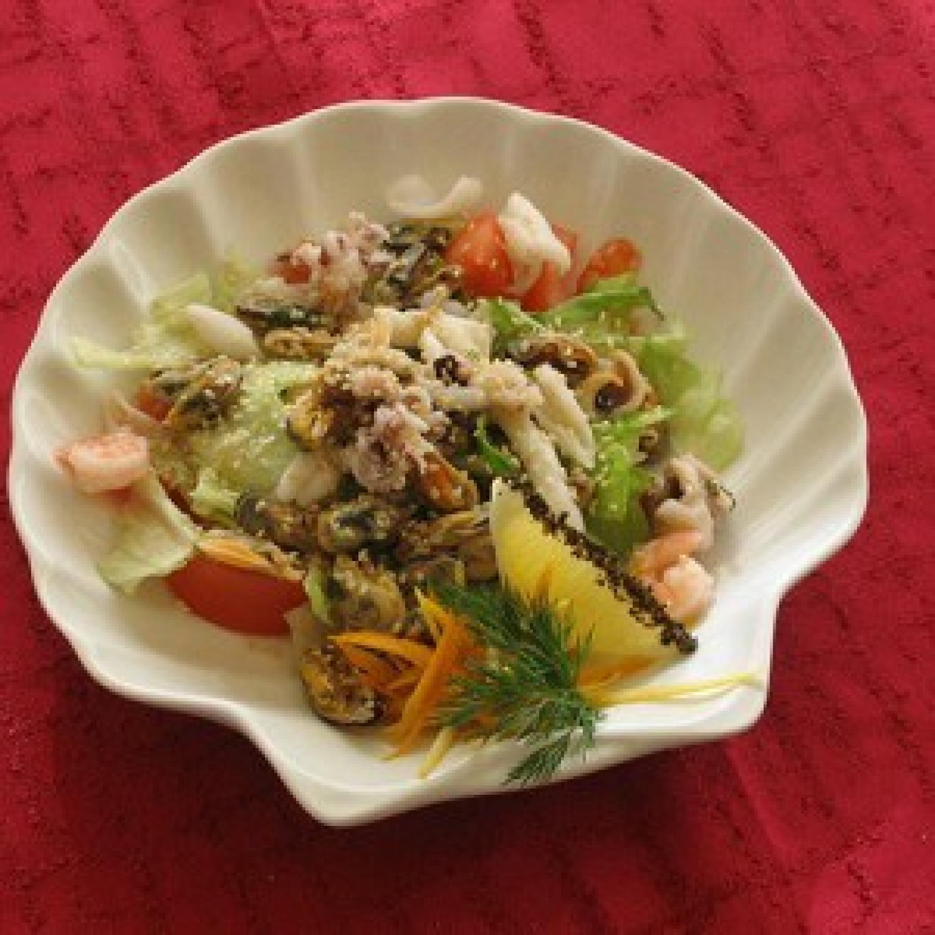 Салат из морепродуктов с семенами чиа
