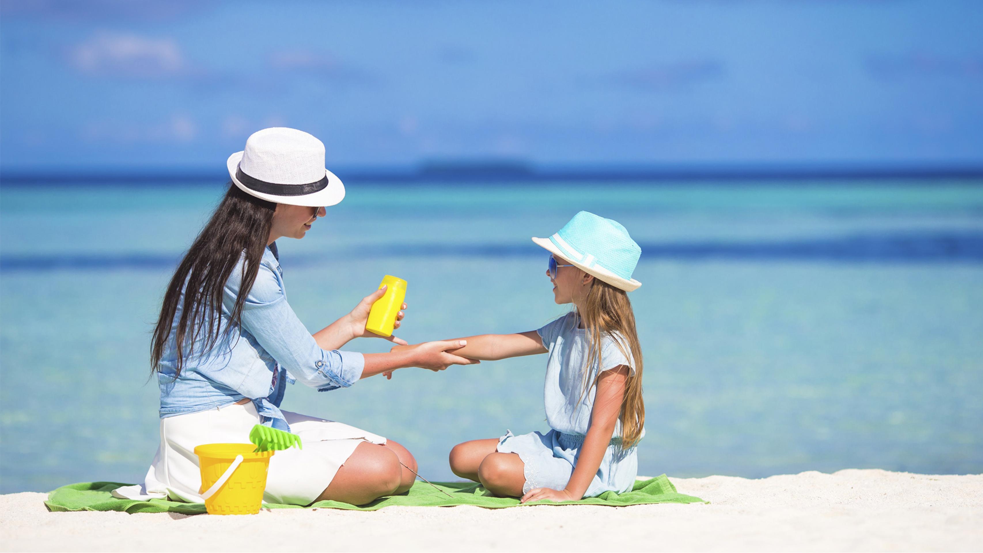 Безопасный загар: все, что нужно знать о солнцезащитных кремах