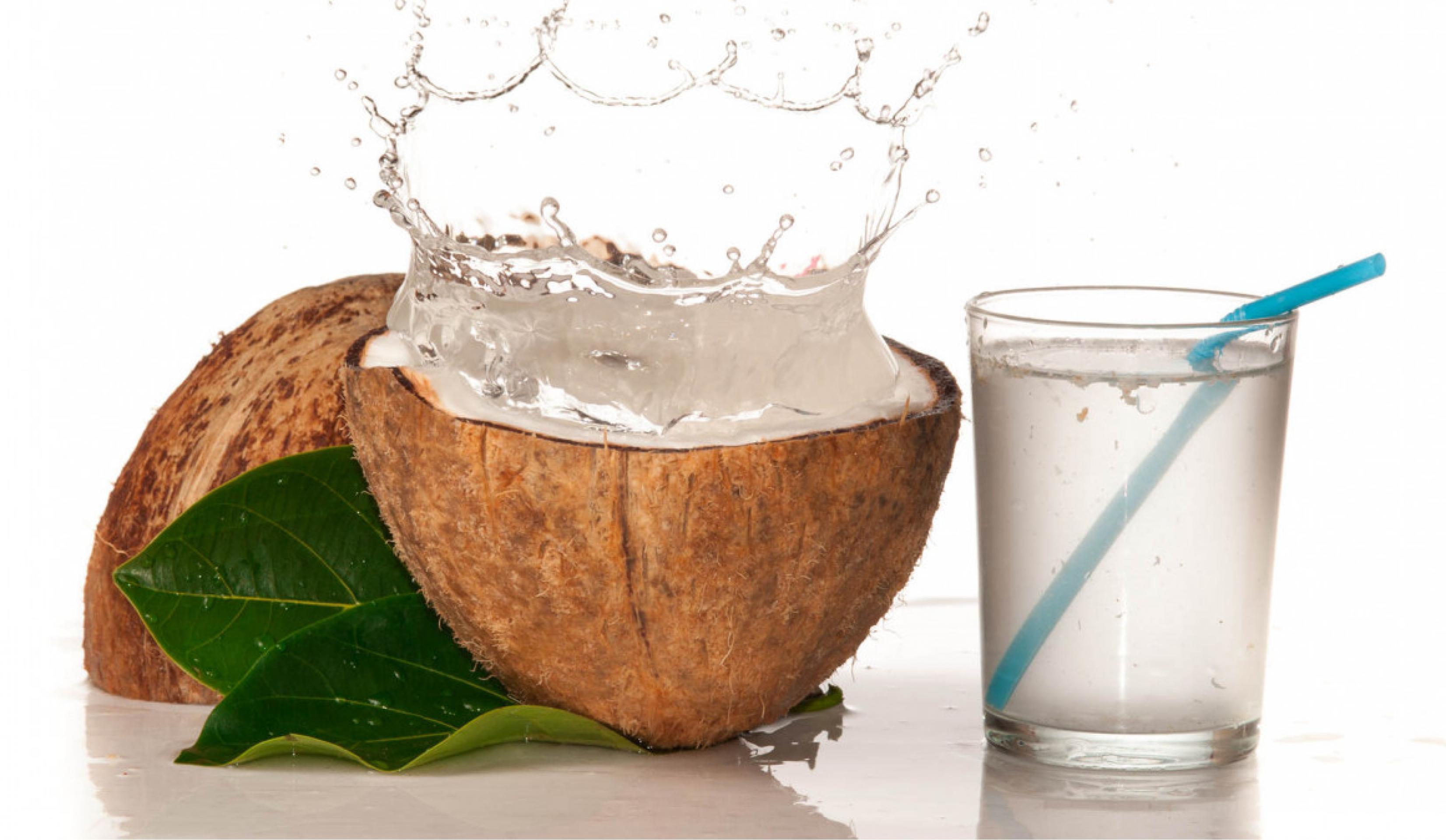 Причины, по которым стоит начать пить кокосовую воду