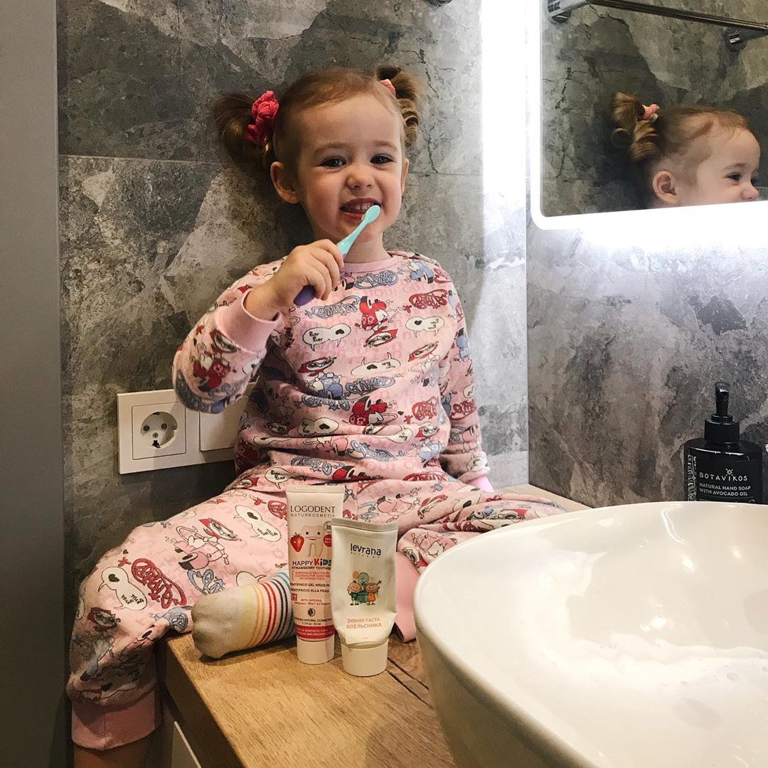 Правила чистки зубов детям