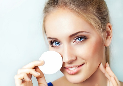 Ассортимент средств для очищения и снятия макияжа